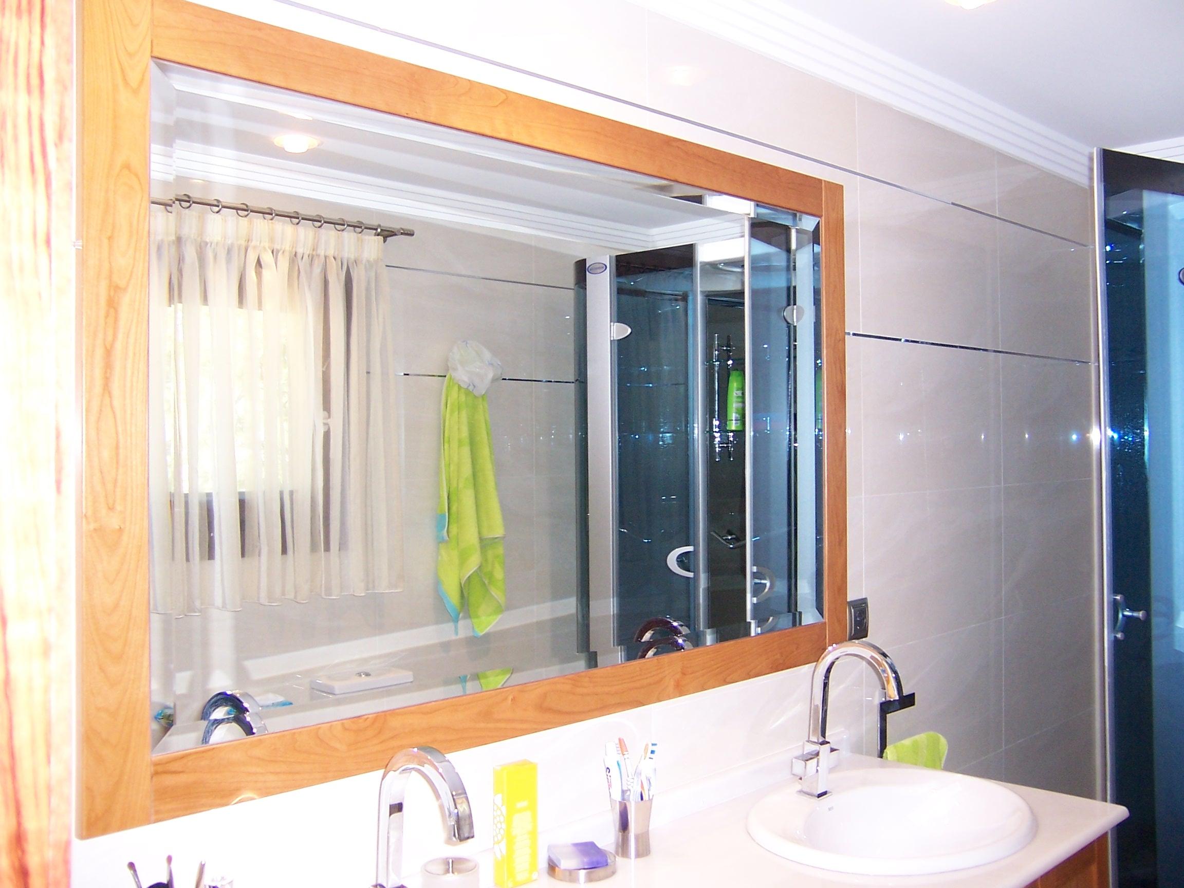 mueble de bao con marco para espejo