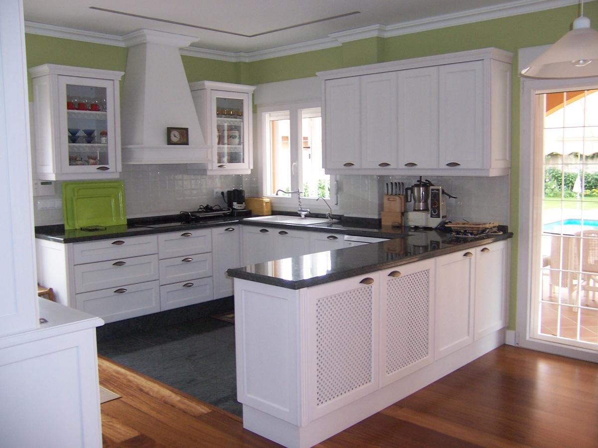 Cocina funcional blanco sucio carpinter a juan pedro for Muebles de cocina funcionales