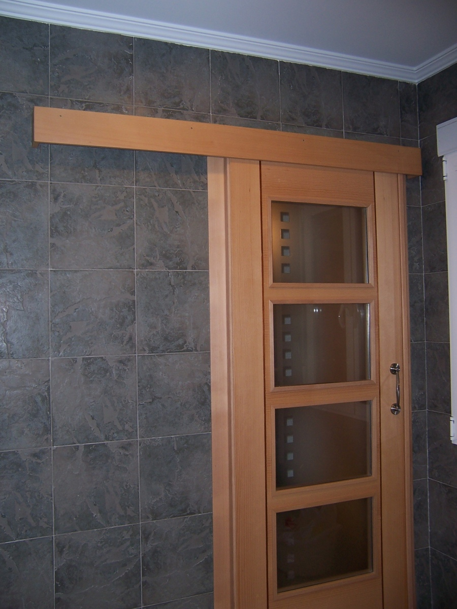 Puerta corredera adosada carpinter a juan pedro s nchez - Puertas correderas banos ...